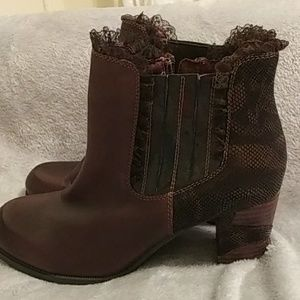 L' Artiste zip leather boots